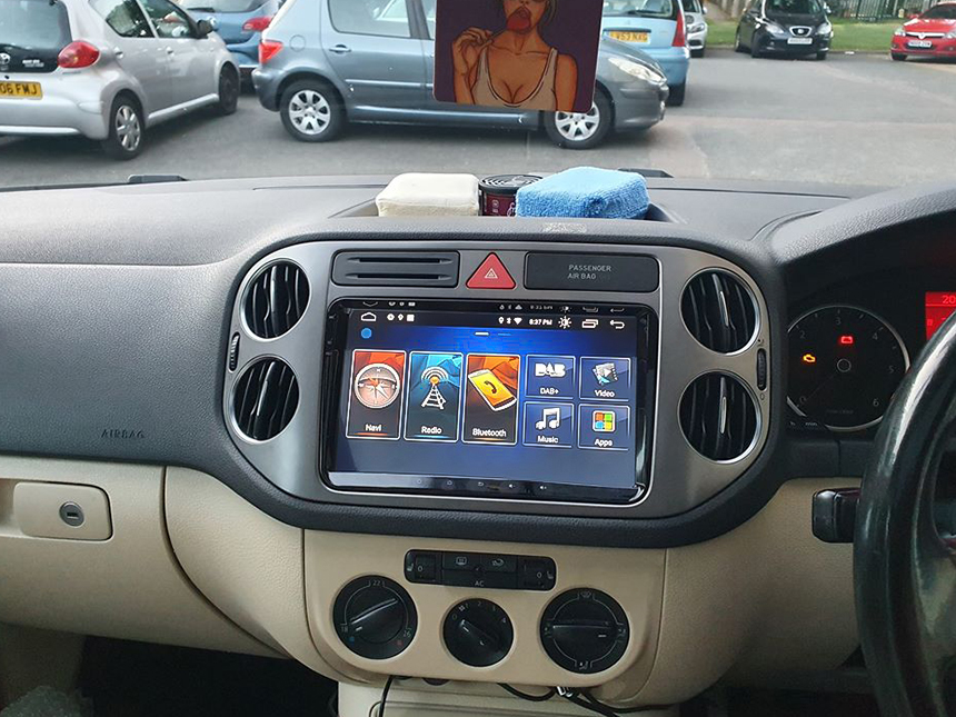 Eonon Volkswagen SEAT SKODA Android 10 Head Unit 9 Inch IPS Full Touchscreen Car GPS Navigation Radio with Built-in Apple Car Auto Play Built-in DSP
